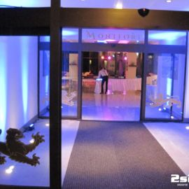 DJ na súkromnú rodinnú oslavu , dekoračné LED osvetlenie farba ružová, sála v hoteli Montfort Kolovrat v Tatranskej Javorine