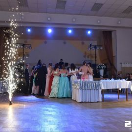 Špeciálny pyrotechnický efekt fontánky na stužkovej slávnosti v Matejovciach