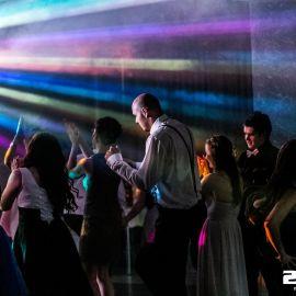 DJ na stužkovú slávnosť, osvetlenie parketu a tanečná zábava