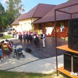 Ozvučenie akcie Na kolesách proti rakovine a folklórny súbor v Ľubotíne